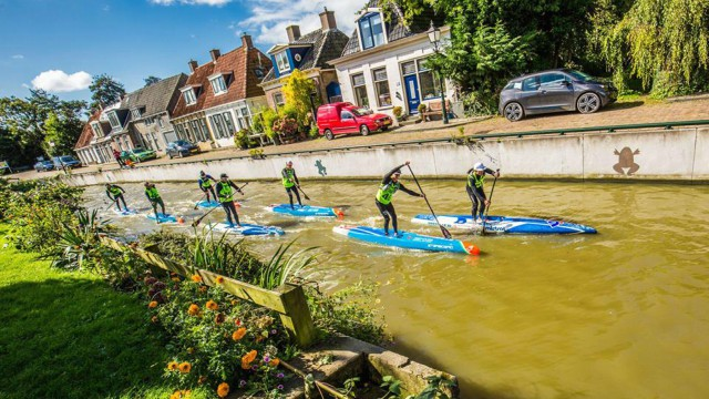Daniel Hasulyo and his brother Bruno power through another canal at the 2017 SUP 11 City Tour in The Netherlands