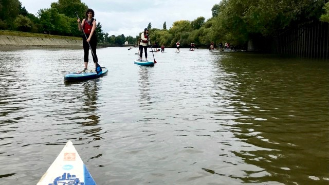 Volunteers paddle the Thames during a paddle & pick session for Tidefest 2017