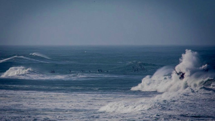 Positively crazy wind and wave conditions at the 2017 Red Bull Heavy Water