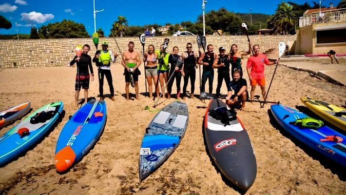 Melanie Lafenêtre avec son équipe de La Cigale Surf Club