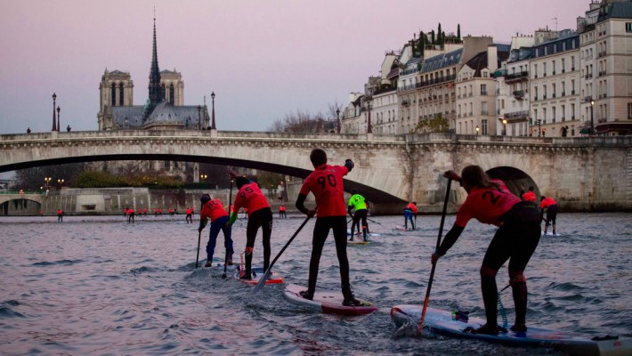 Paddlers battle it out at the 2016 Nautic SUP Paris Crossing